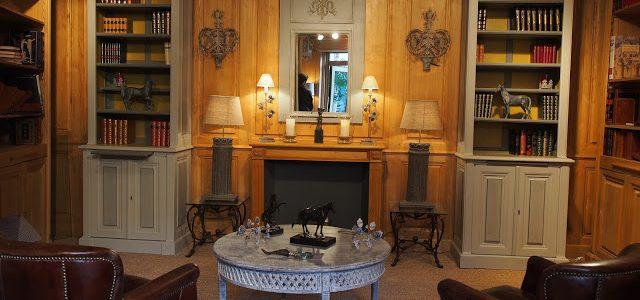 Paire de bibliothèques dans le showroom à Versailles