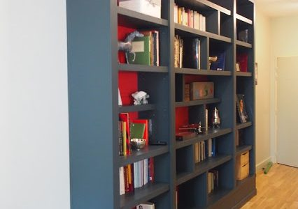 Bibliothèque contemporaine pour un appartement versaillais