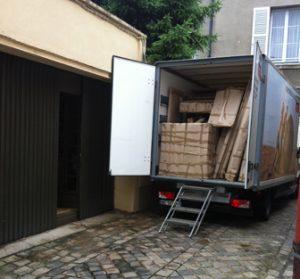 Livraison de la bibliothèque en camion