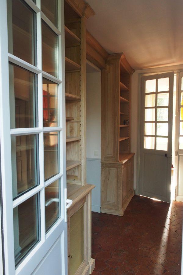 deux biblioth ques sur mesure en chataigner de style louis xvi. Black Bedroom Furniture Sets. Home Design Ideas