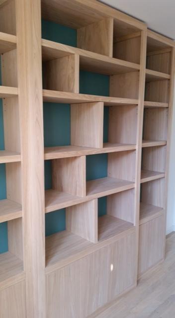 biblioth que contemporaine fond de couleur. Black Bedroom Furniture Sets. Home Design Ideas