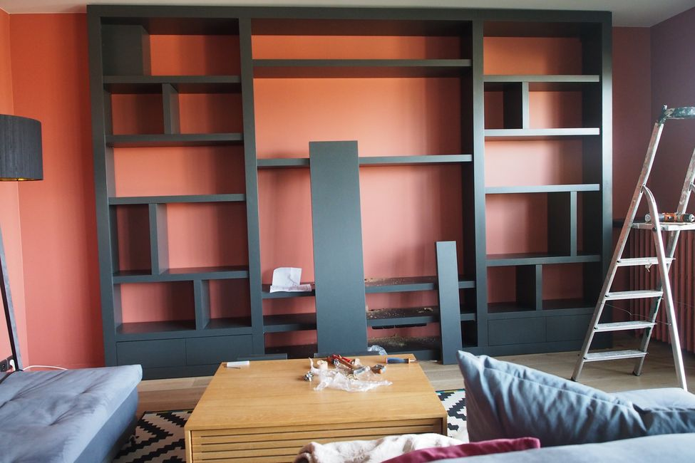 Bibliothèque contemporaine sur mesure gris anthracite sans fond