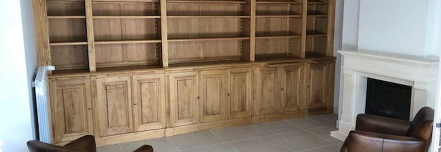 Bibliothèque en bois naturel livrée à Arcachon