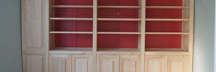 Elégante bibliothèque pour une ravissante maison de Maison Laffitte
