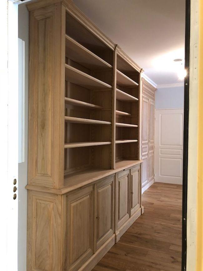 Bibliothèque sur mesure dans couloir