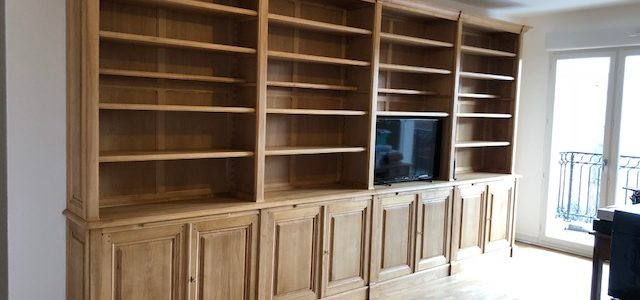 Longue bibliothèque intemporelle en bois naturel de 462 cm