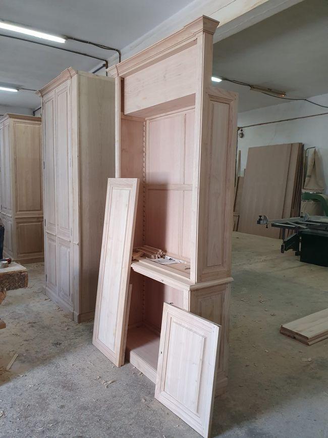 Préajustage d'un meuble sur mesure en atelier