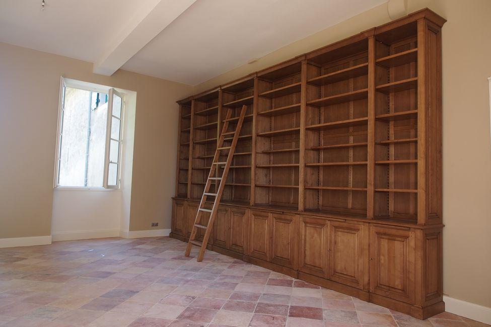 Grande bibliothèque de parquet en bois naturel pour un Château à Bordeaux