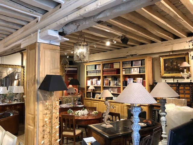 interieur-magasin-leclercq-versailles