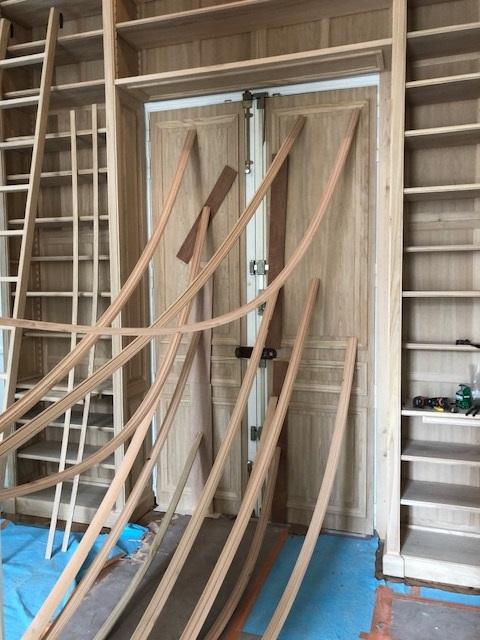 Habillage de deux portes blindées ,en cours . Travail par placage sur portes métalliques