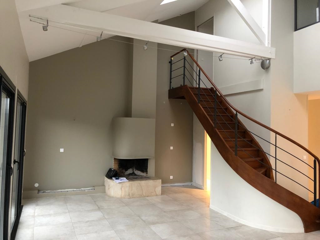 interieur-cheminee-avant-meuble