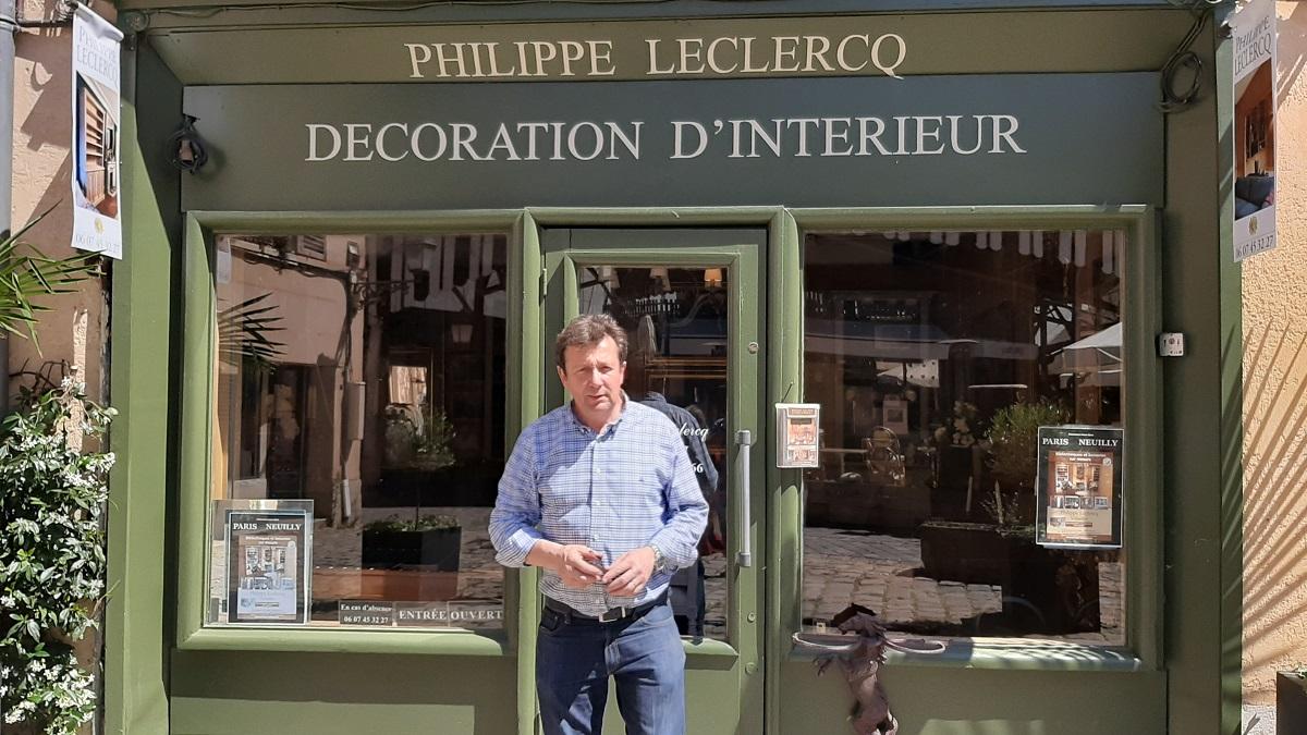 philippe-leclercq-devant-magasin-versailles