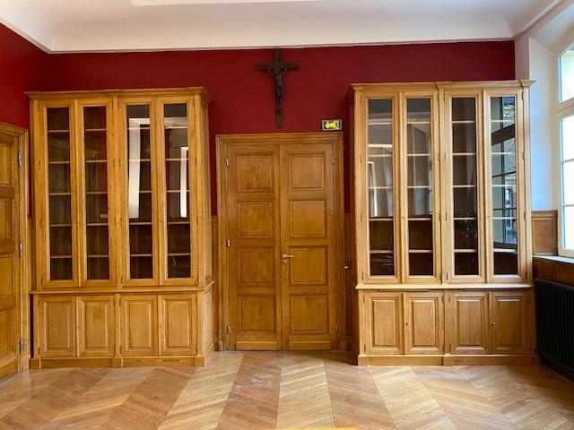paire-bibliotheque-institution-paris-portes-fermees